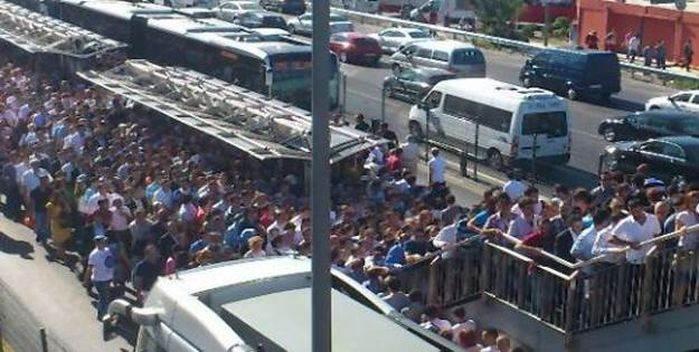 Şirinevler metrobüs durağı